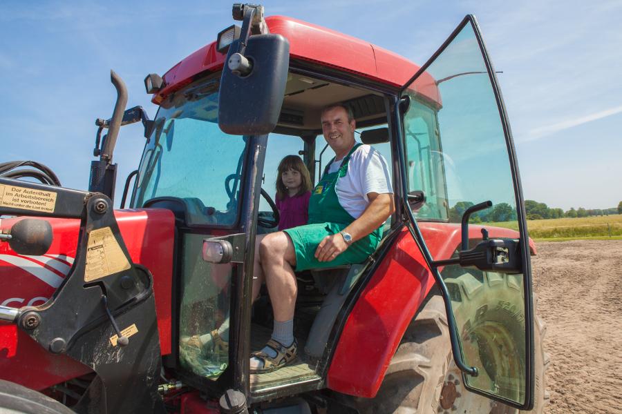 Traktor fahren bei Bauer Kliewe Ruegen