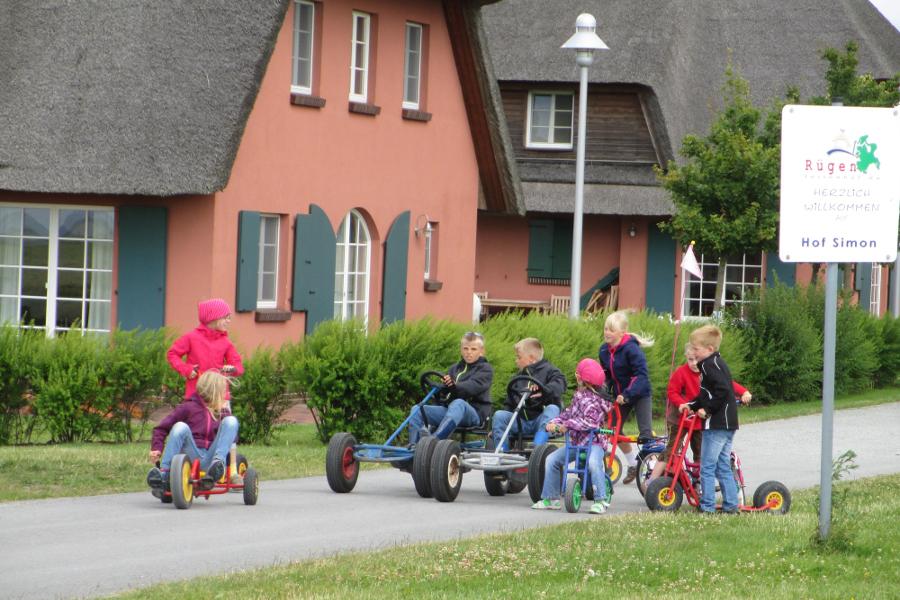 Kinderfahrzeuge auf dem Ruegen Ferienhof